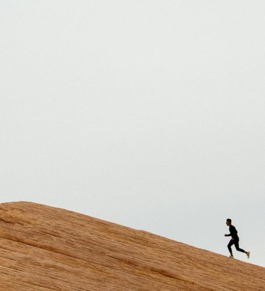 Runner sur une dune. Accompagnement du chapitre sur le rôle du coach